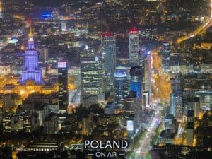 warszawskie wiezowce nocą