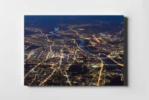 Warszawa nocą z lotu ptaka widziana 3km nad ziemią fotoobraz z kolekcji POLAND ON AIR