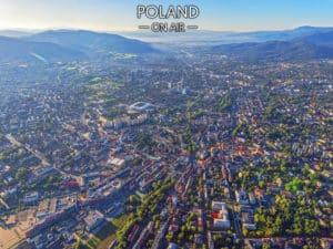 Bielsko-Biała i Beskidy latem – fotoobraz na płótnie POLAND ON AIR