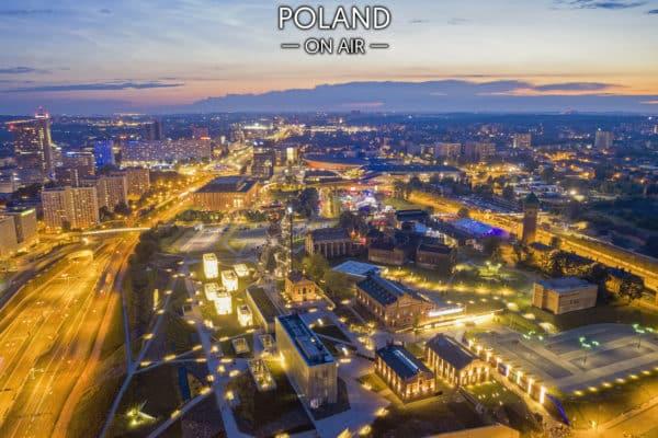 Katowice nocą i rozświetlona Strefa Kultury – fotoobraz na płótnie z kolekcji SILESIA ON AIR!