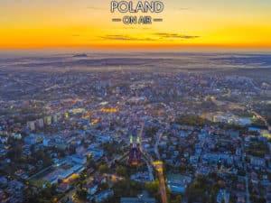 Zachód słońca nad centrum Rybnika z lotu ptaka - fotoobraz na płótnie z kolekcji SILESIA ON AIR!